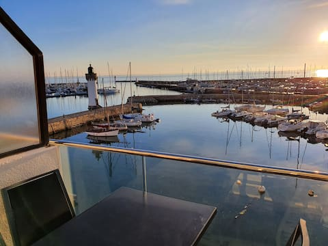 Appartement soigné, vue panoramique sur la mer