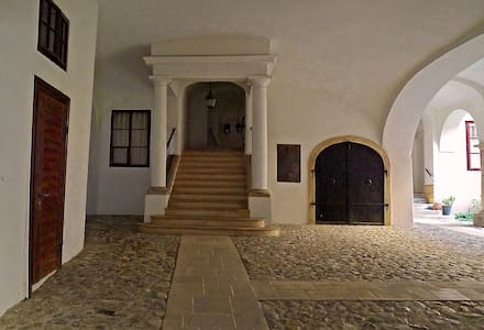 Entrance atrium, turn right towards the garden, then four steps leads to the apartment.
