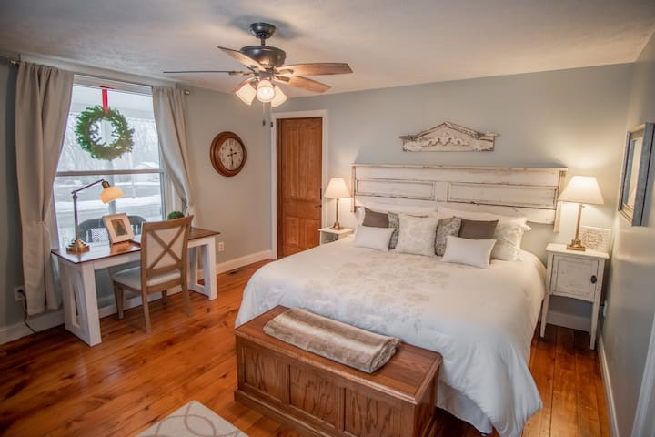 Kunze Room-Cottage Style King Suite
