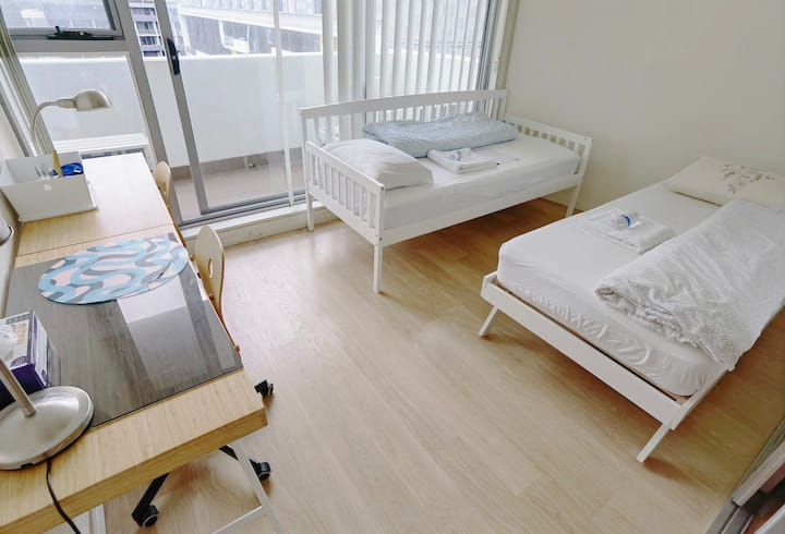 Large 2nd bedroom, Super Clean Stylish