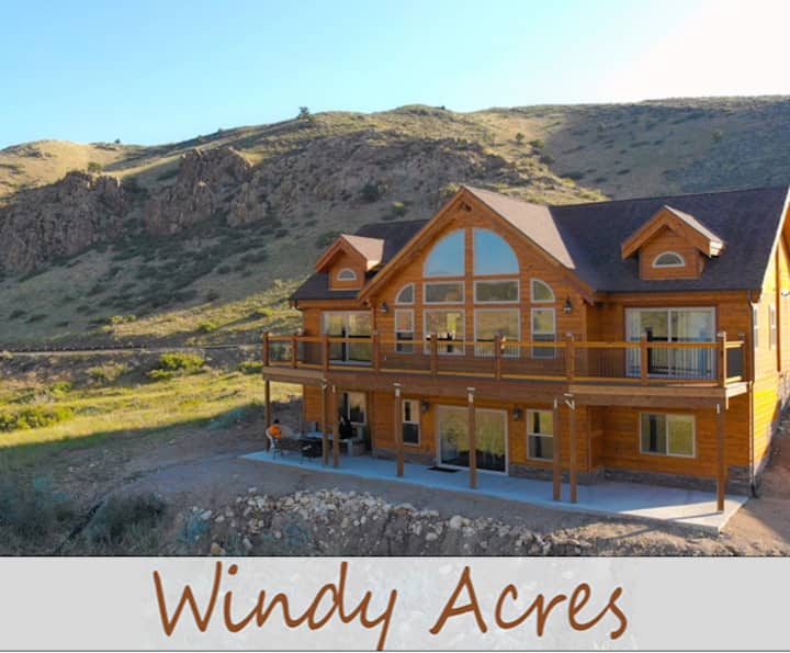 Cedar Home Walkout Basement with Amazing Views!