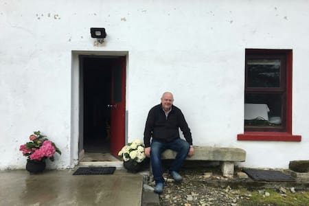 The entrance to Jocks  Cottage.
