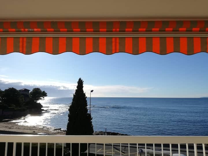 studio avec grande terrasse, plein sud face mer.
