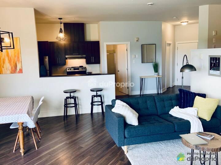 Grand loft moderne, 2 pas de Montréal , Dix30, REM