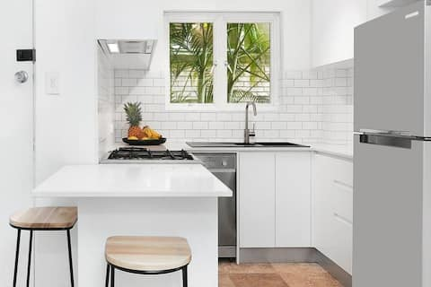 GREAT LOCATION - Bright Freshwater Beach Apartment