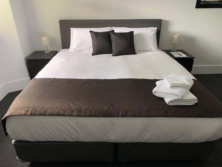 Argyle Accommodation - King Room  - Free Breakfast