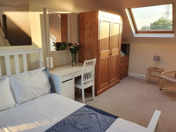 Tranquil suburban loft room with en-suite