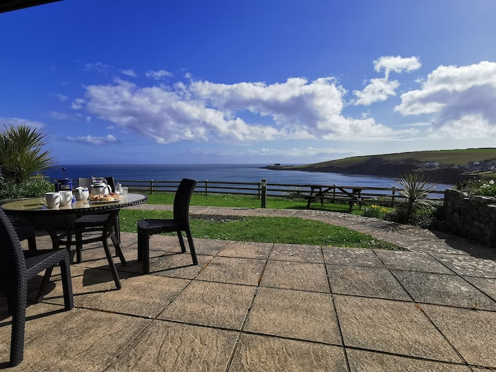 Treloen Holiday Apartment 1 with wow sea views