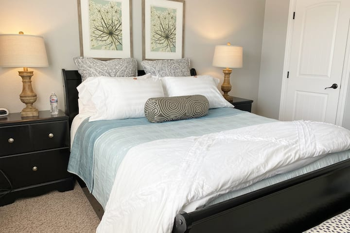 Brand new comfortable Townhome-best location