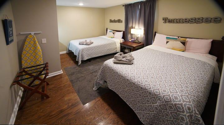 Big LOTSA BEDS 2Bath Near 100 Oaks & Near Downtown