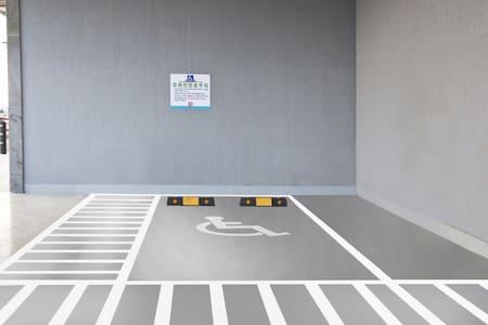 موقف سيارات لذوي الاحتياجات الخاصة