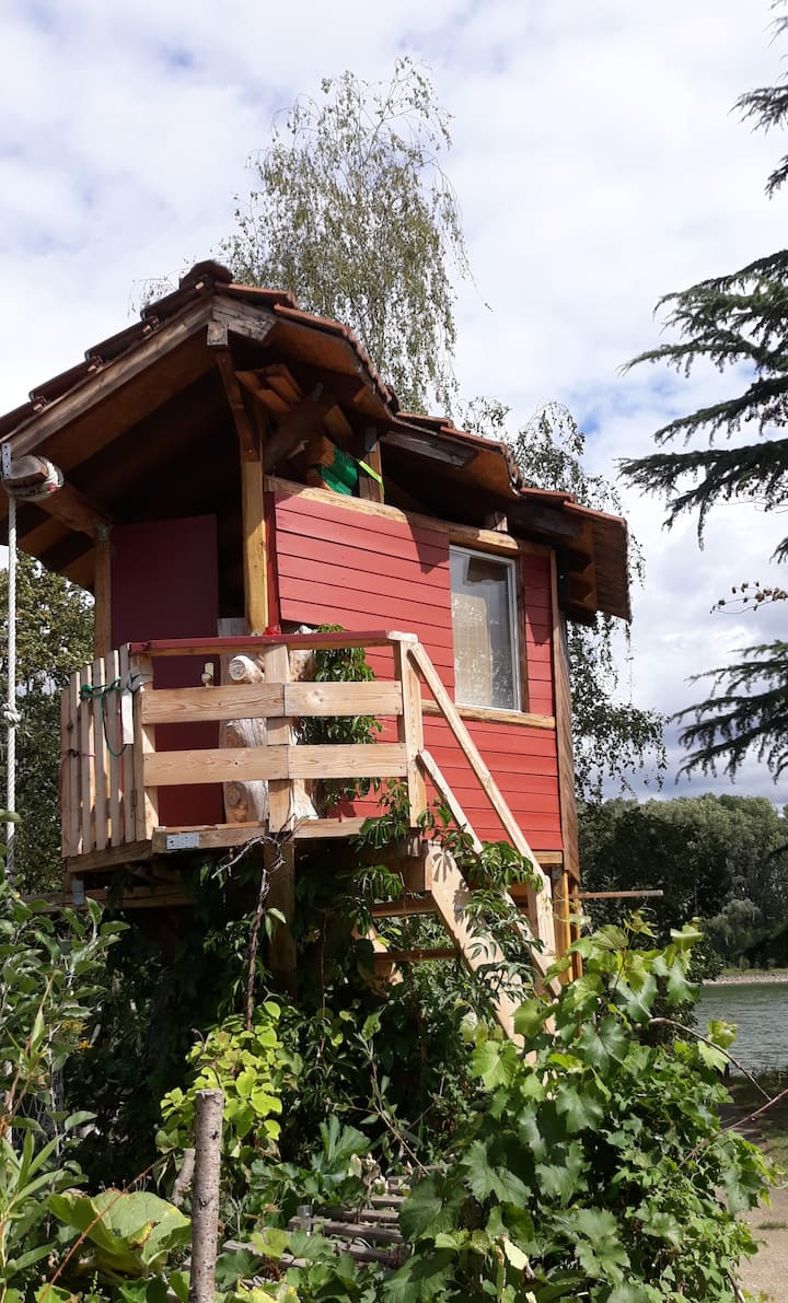 Treehouse with great riverview