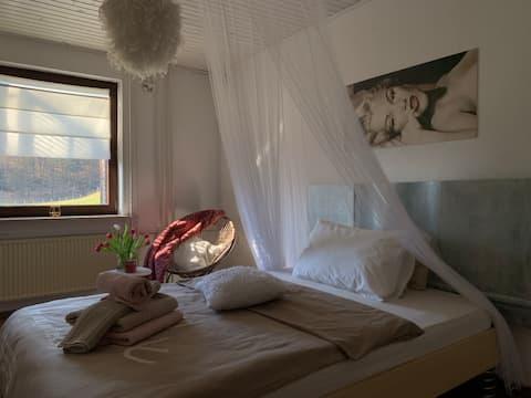 Kényelmes hálószoba kilátással