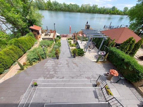 apartment (above) on the shore of the lake €65