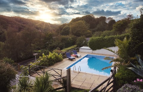 Rose Cottage, Lee + heated private swimming pool