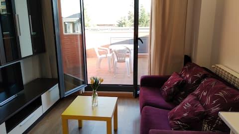 Acogedor ático con terraza +AC