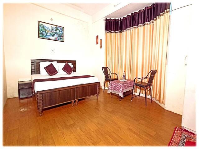 Grond floor second bedroom.