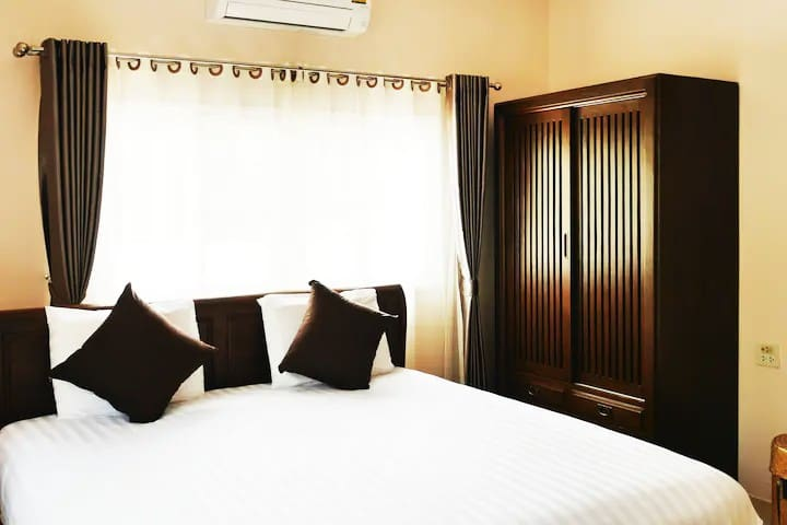 Bedroom2 with king-size bed