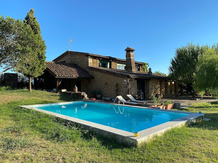 House with pool 10 km away from Candeleda