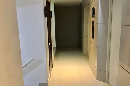 Acceso al pasillo del apartamento