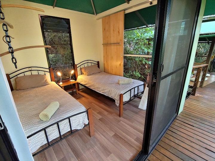 Rainforest Hut - Twin Beds with alfresco en-suite