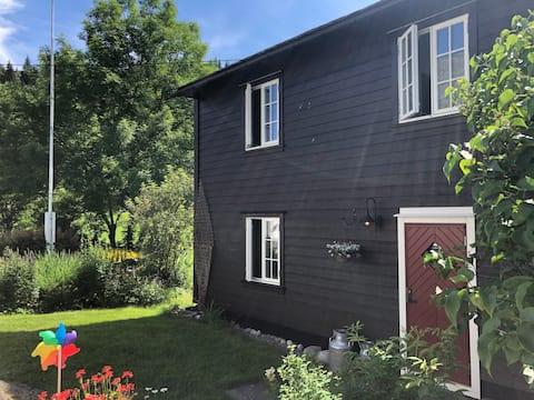 Gamlahuset - вредный и идиллический старый фермерский дом