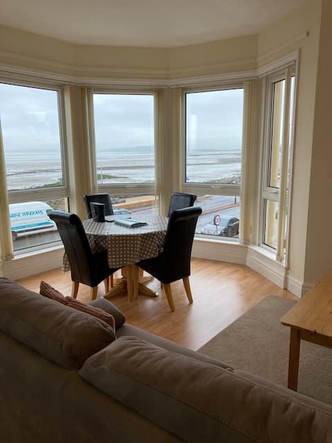 Beautiful Bay Window Morecambe Apartment.Balcony.