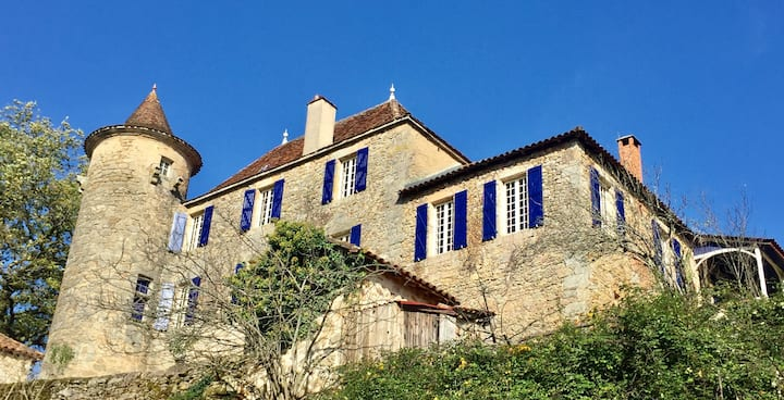 Le Manoir Enchante / The Enchanted Manor