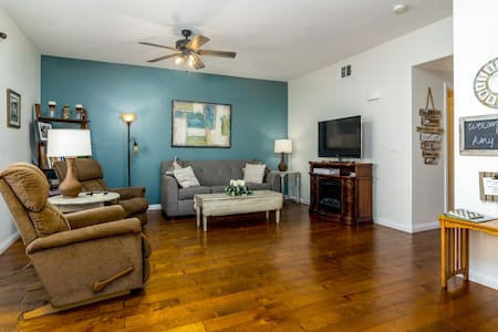 J and Amy's Getaway-4 beds (Mesquite BL# 990278,)