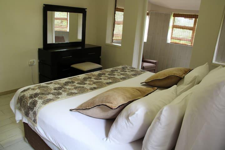 Stonevillahh Bulawayo Burnside Holiday Home