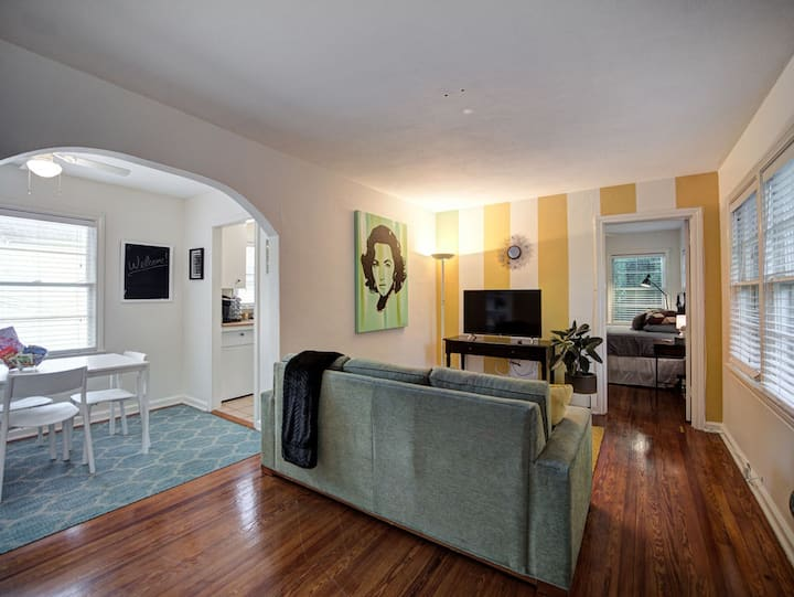 Amazing One Bedroom Unit a Block From The Water!!!