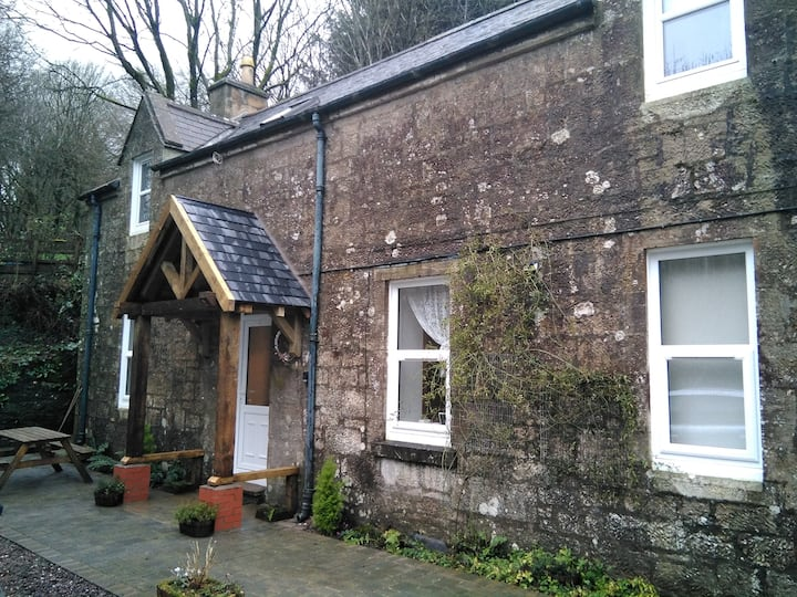 LOVELY COUNTRYSIDE COTTAGE NEXT TO EUCHAN WATER