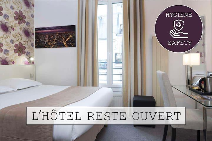 Jolie chambre cosy avec un lit double, située entre la gare de l'Est et la gare du Nord, situation idéale pour visiter Paris.