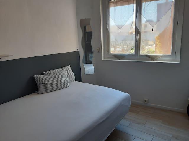 Chambre 4 (vue sur cour) lit double