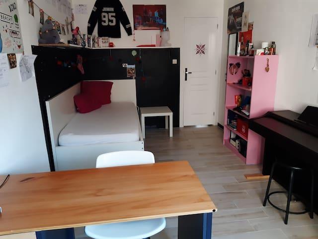 Chambre 3 (vue sur cour) lit 1 place