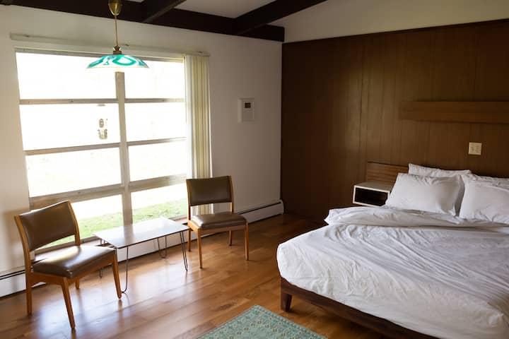 Mid-Century Simplicity (Grayhaven Motel - Rm #17)
