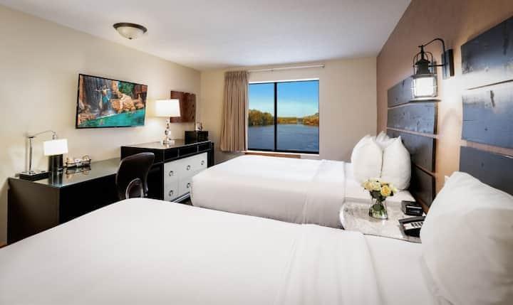 2 Bedroom Suite with 3 Queen River View