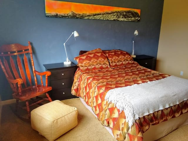 Comfortable and roomy master bedroom with queen bed.