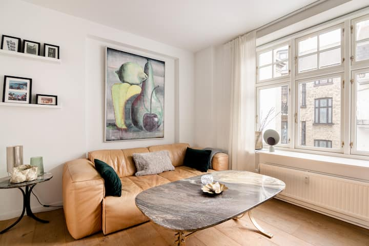 Cozy luxury apartment w balcony in heart of CPH