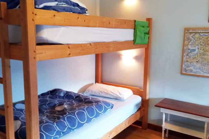 En-suite bedroom & sole use of hostel: 1 household