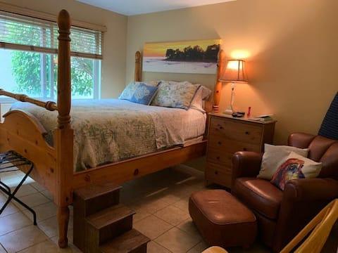 Acogedora habitación con baño privado en condominio compartido