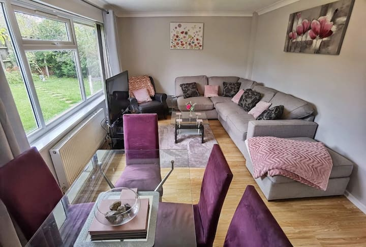 WHOLE HOUSE! No Stairs  Bungalow WIFI &PARKING!!