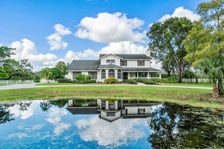 5-beds w/heated pool, golf-cart to WEF, 6 stalls