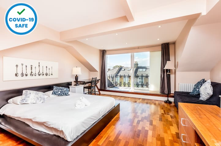 The Muse Haus II - Balcony Room