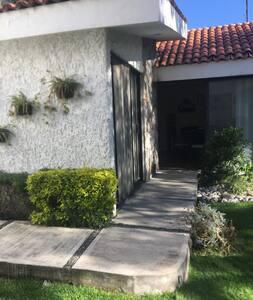 La casa está totalmente diseñada para personas mayores o con alguna discapacidad.