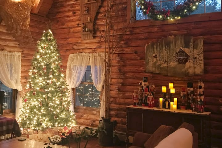 Enchanting Stowe Log Cabin & Barn on 5 acres