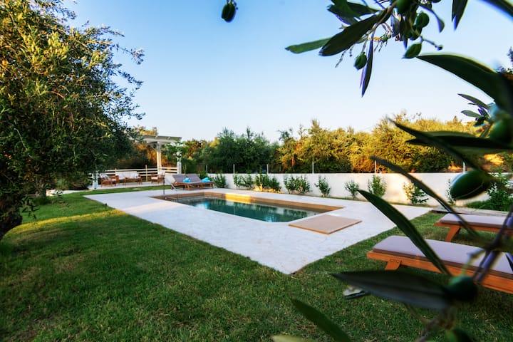 Villa Marian, νέα πολυτελής κατασκευή με πισίνα.
