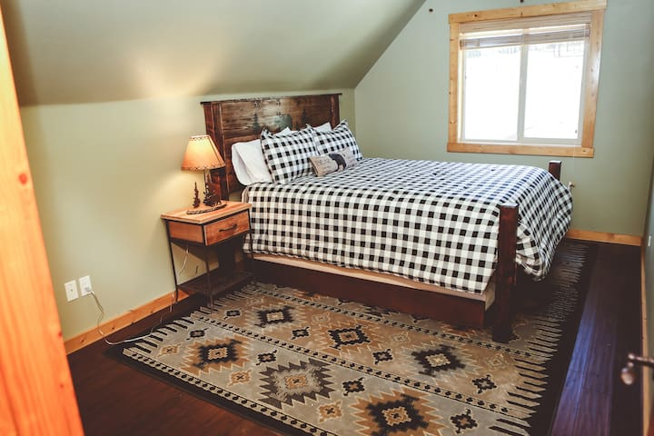 a twin trundle bed is under each of the queen beds in the bear and the MOOSE