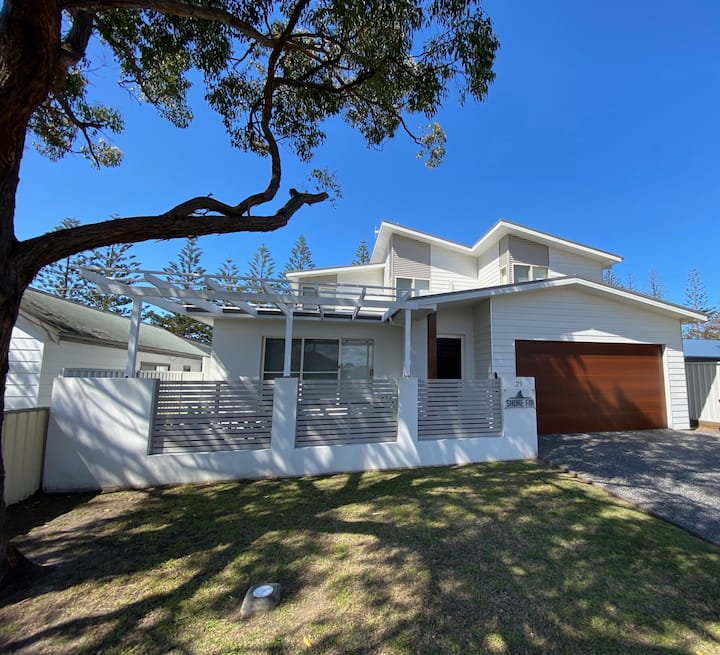 SHORE FIN Four bedroom duplex in Tuncurry
