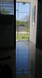 Entrada desde adentro de la casa